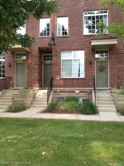 Walled Lake Condo/Townhouse For Sale: 1432 Crimson Way