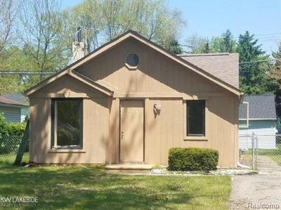 Shelby Twp MI Single Family Home For Sale: $69,000