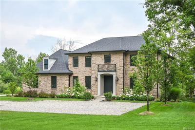 Oakland County Single Family Home For Sale: 5903 Saratoga Drive
