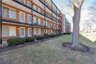 ROYAL OAK Condo/Townhouse For Sale: 2925 W 13 Mile Rd Road #402
