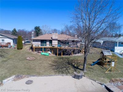 Highland Twp Single Family Home For Sale: 1172 Craven Drive