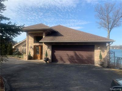 West Bloomfield Twp Single Family Home For Sale: 7030 Commerce Road