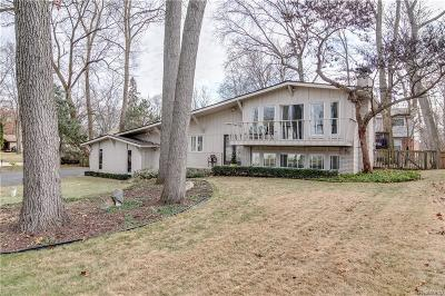 West Bloomfield Twp Single Family Home Contingent - Continue To Show: 7745 Barnsbury Drive
