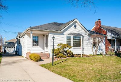 St. Clair Shores Single Family Home For Sale: 22447 Bayview Drive