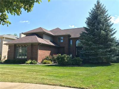 West Bloomfield Twp Single Family Home For Sale: 7131 Yarmouth Court
