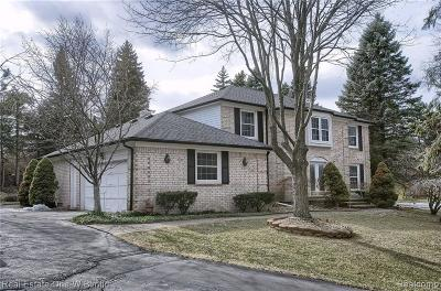 Bloomfield Twp Single Family Home For Sale: 5432 Saint Martins Court