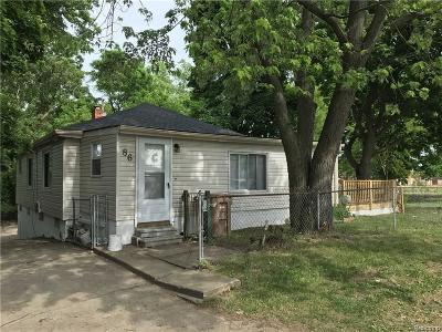 Pontiac Single Family Home For Sale: 86 Peach Street