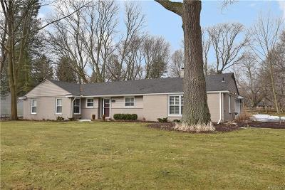 Bloomfield Twp Single Family Home For Sale: 4220 Meadowlane Drive