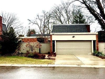 Bloomfield Hills Condo/Townhouse For Sale: 1051 W Stratford