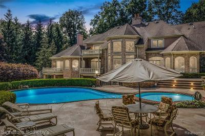 Northville Single Family Home For Sale: 21080 Cambridge Drive