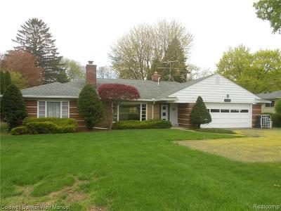 STERLING HEIGHTS Single Family Home For Sale: 11300 Clinton River Road
