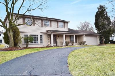 Farmington Hills Single Family Home For Sale: 32623 Olde Franklin Drive