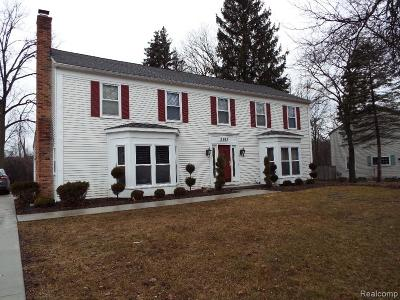 West Bloomfield Single Family Home For Sale: 5383 Langlewood Drive