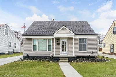 Clawson Single Family Home For Sale: 160 Nakota Street