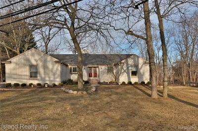 Grosse Ile Twp Single Family Home For Sale: 23326 Lowrie Dr