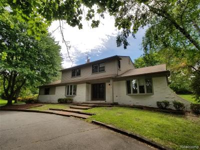 Farmington Hills Single Family Home For Sale: 35711 Castlemeadow Drive