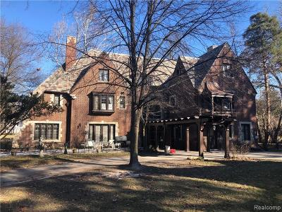 Detroit Single Family Home For Sale: 1701 Balmoral Drive