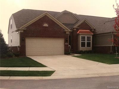 Macomb Twp Condo/Townhouse For Sale: 23790 Rossiter Dr