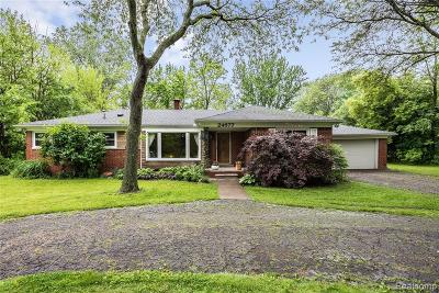 Farmington Hills Single Family Home For Sale: 24677 Springbrook Drive
