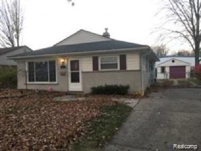 Madison Heights MI Single Family Home For Sale: $138,000