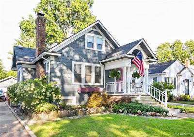 Royal Oak Single Family Home For Sale: 720 S Gainsborough Avenue