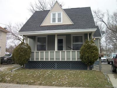 Pontiac Single Family Home For Sale: 48 Forest Street