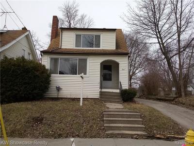 Pontiac Single Family Home For Sale: 61 Dwight Avenue