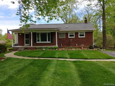 Grosse Ile Twp MI Single Family Home For Sale: $245,000
