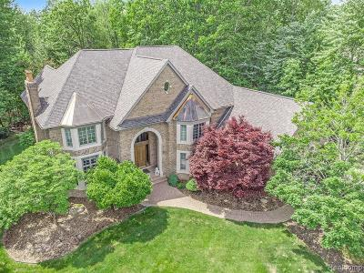 Oakland Twp Single Family Home For Sale: 5590 Carrollton Court
