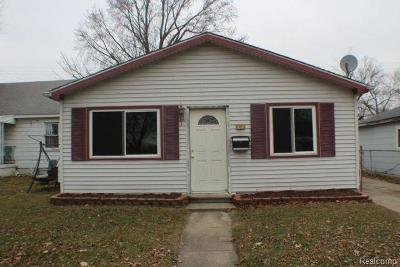 Madison Heights MI Single Family Home For Sale: $104,900