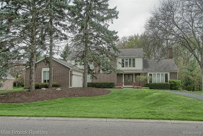 West Bloomfield Twp Single Family Home For Sale: 4400 Strathdale Lane