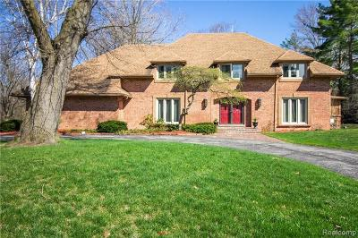 Bloomfield Twp Single Family Home For Sale: 7449 Stonyriver Court