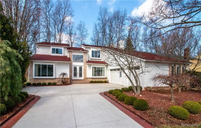 West Bloomfield Twp Single Family Home For Sale: 5896 Naneva Court