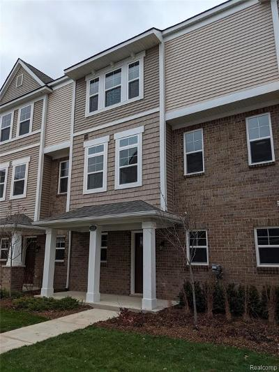 Wixom Condo/Townhouse For Sale: 3213 Chambers West #88