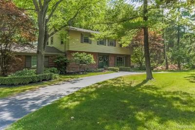 Rochester Hills Single Family Home For Sale: 553 Apple Hill Lane