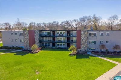 Royal Oak Condo/Townhouse For Sale: 4345 Crooks Road #31