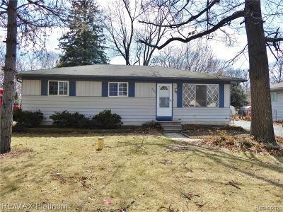 Oakland County Single Family Home For Sale: 9085 Cooley Lake Road