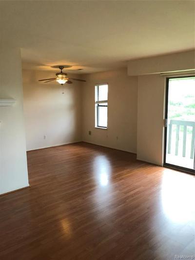 Farmington Hills Condo/Townhouse For Sale: 31993 W Twelve Mile Road #306