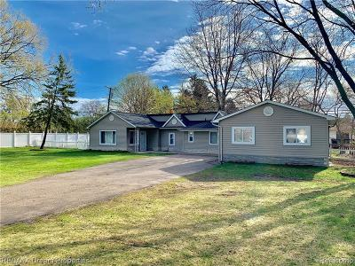 Livonia Single Family Home For Sale: 9450 Hix Road
