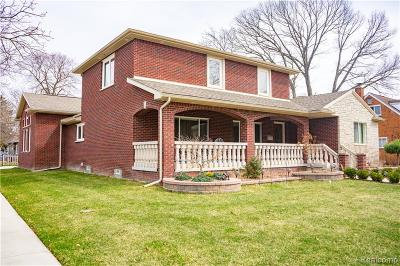 Allen Park, Lincoln Park, Southgate, Wyandotte, Taylor, Riverview, Brownstown Twp, Trenton, Woodhaven, Rockwood, Flat Rock, Grosse Ile Twp, Dearborn, Gibraltar Single Family Home For Sale: 2020 Robindale Avenue