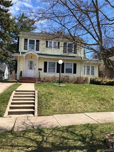 Pontiac Single Family Home For Sale: 80 E Iroquois Road