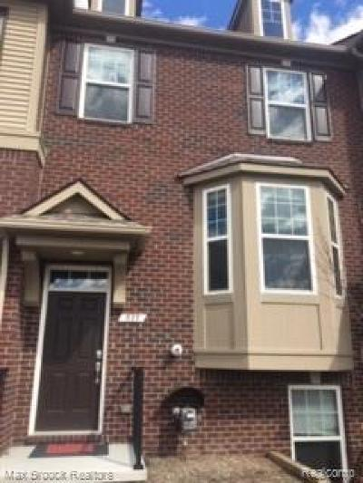 Rochester Hills Condo/Townhouse For Sale: 939 Barclay Circle #58