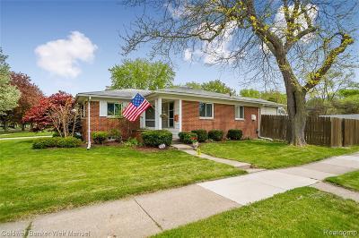 Royal Oak Single Family Home For Sale: 4604 Briarwood Avenue
