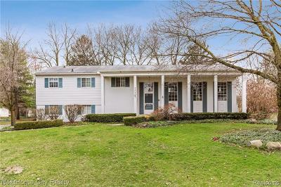 Bloomfield Twp Single Family Home For Sale: 2402 Lost Tree Way