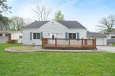 Harrison Twp MI Single Family Home For Sale: $176,900