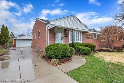 Warren Single Family Home For Sale: 31226 Lyons Circle W