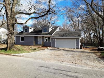 Wolverine Lake Vlg MI Single Family Home For Sale: $264,900