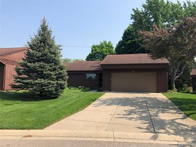 Grand Blanc Condo/Townhouse Contingent - Continue To Show: 686 Applegate Lane