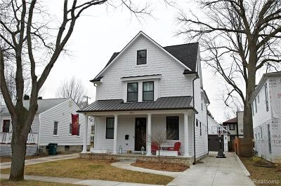 Royal Oak Single Family Home For Sale: 320 N Alexander Avenue