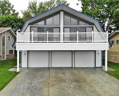 Allen Park, Lincoln Park, Southgate, Wyandotte, Taylor, Riverview, Brownstown Twp, Trenton, Woodhaven, Rockwood, Flat Rock, Grosse Ile Twp, Dearborn, Gibraltar Single Family Home For Sale: 29460 Lowell Street